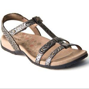 Taos Women's Trophy Sandal